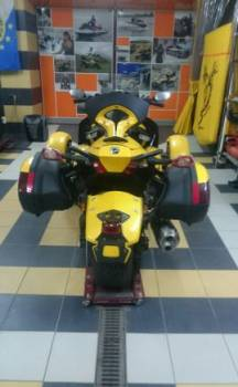 Трицикл Can-Am Roadster Spyder