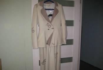 Продам костюм б\у из легкого драпа, одежда на девушек маленького, Всеволожск, цена: 600р.