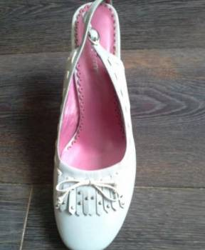Обувной дом тофа, босоножки новые