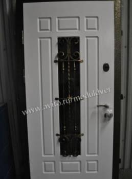 Дверь парадная входная в дом
