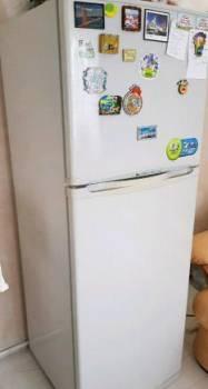 Холодильник, Хабаровск, цена: 10 000р.