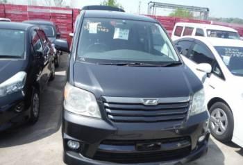 Форд фокус 3 хэтчбек 1.6, toyota Noah, 2004, Находка, цена: 155 000р.