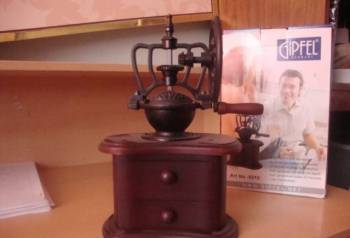 Кофемолка ручная Gipfel новая, Коноша, цена: 3 000р.