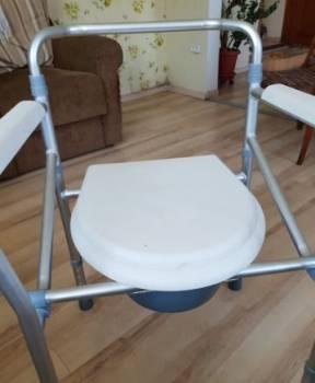 Кресло-туалет и Памперсы для взрослого человека, Великие Луки, цена: 700р.