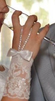 Красивые модели платьев для полных, свадебные перчатки
