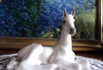 Винтажная фарфоровая статуэтка лежачий Жеребенок, Давлеканово, цена: 1 200р.