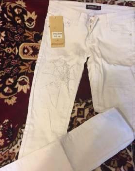 Белые джинсы, одежда фирмы marmot