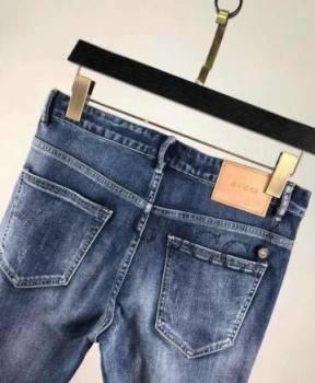 Футболка с надписью ufc по дешовки, джинсы новые Gucci