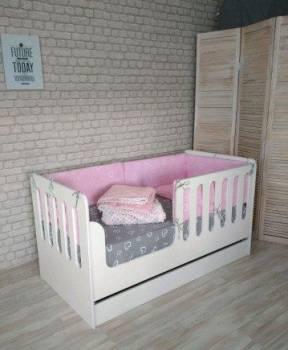Детская кровать с ящиком. В наличии