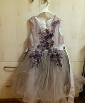 Платье нарядное для девочки на рост 116-122 см. отл