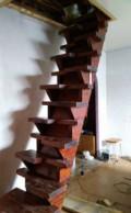 Деревянная лестница межэтажная, Красненькая