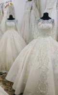 Яркие шубы из искусственного меха, свадебные платья, Хасавюрт