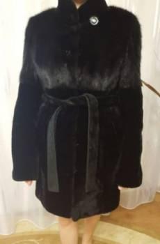 Платья для выпускного в магазинах, шуба