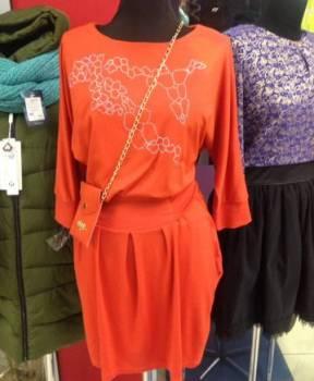 Продаю новое платье с сумочкой, платья цвета бордо в пол