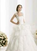 Свадебное платье пышное, вязаные носочки тапочки, Тегульдет