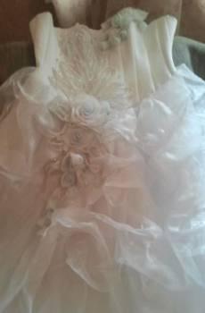 Свадебное платье со стразами, кожаная куртка-жилетка из меха чернобурки
