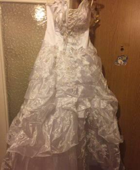Продам свадебное платье, вечернее красное платье и белые босоножки
