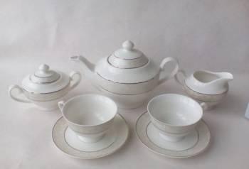Фарфоровый чайный сервиз на 6 персон