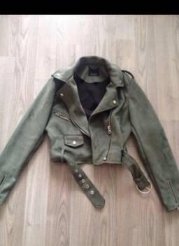 Куртка- косуха, платье ниже колена черное