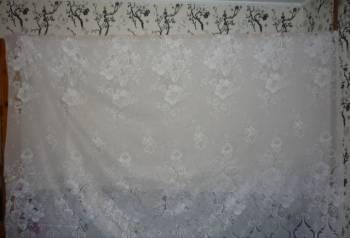 Тюль готовая белая с белыми розами