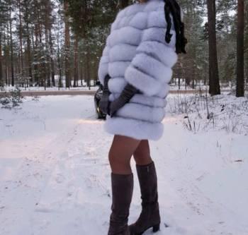 Платье трапеция с гипюром, шубка из финского песца