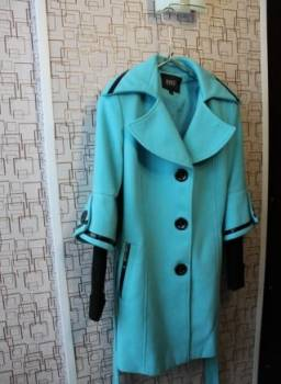 Рубашка в клетку и юбка карандаш, демисезонное пальто