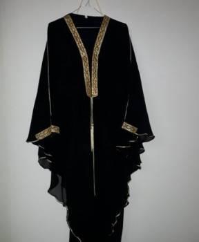 Абая-накидки, фасоны штапельных платьев средней длины с воланом на плечах