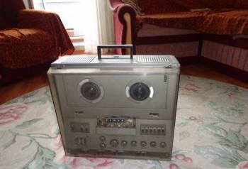 Магнитофон катушечный стереофонический