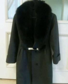 Пальто, шелковые платья с открытыми плечами