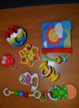 Погремушки, игрушки шуршат пищат