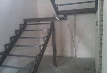 Металлокаркас лестницы на второй этаж в дом